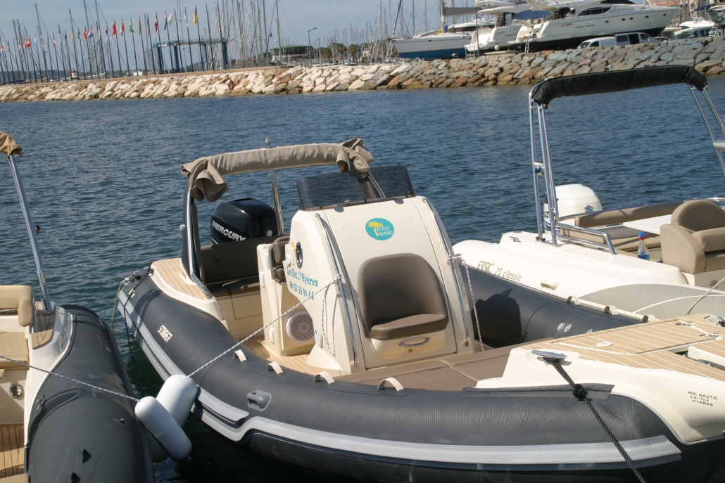 rigid inflatable boat Stingher 27 GT to book at Hyères, France.
