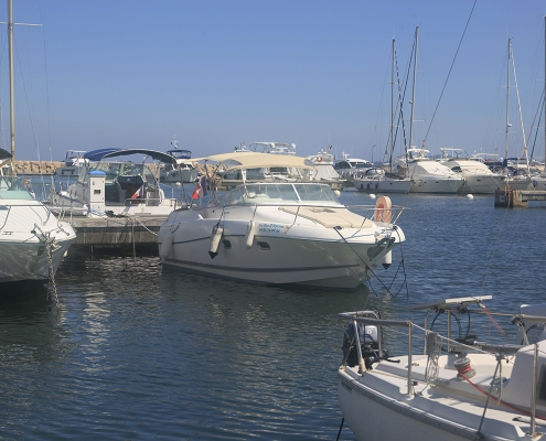 Cruiser boat Leader 805 to book at Hyères, France