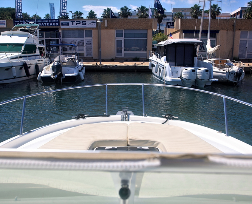 Cruiser boat Leader 805 diesel for rent in Hyères