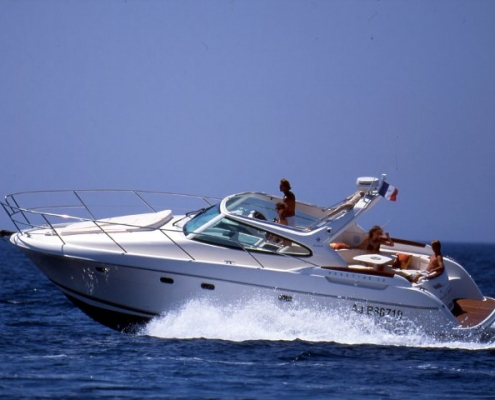 Cruiser boat Prestige 34 to book at Hyères, France