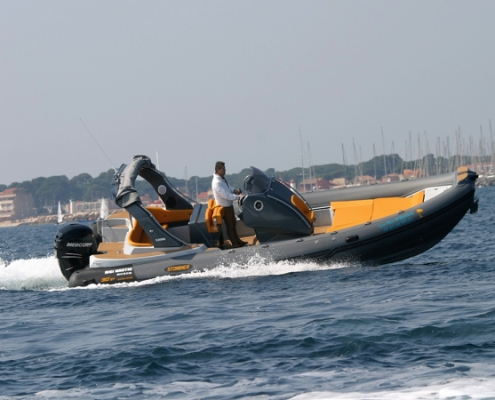 Rigid inflatable boat Stingher 30 GT to book at Hyères France