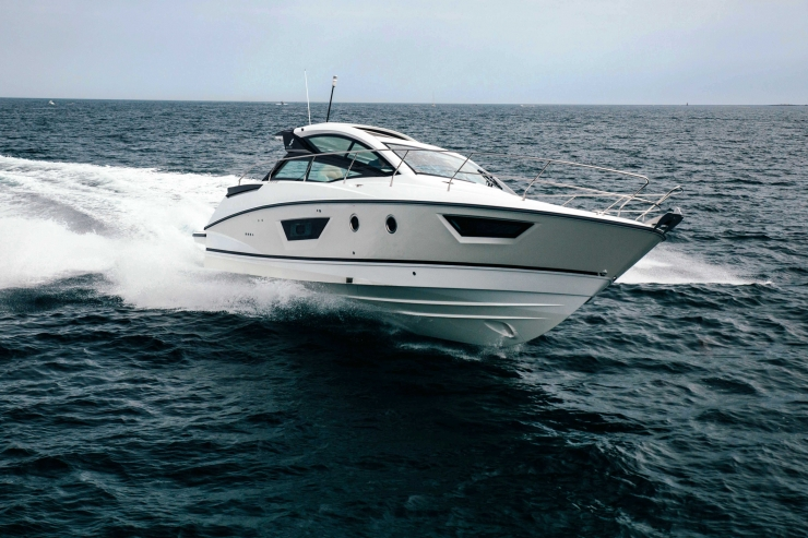 Cruiser boat Gran Turismo 40 for rent at Hyères, France