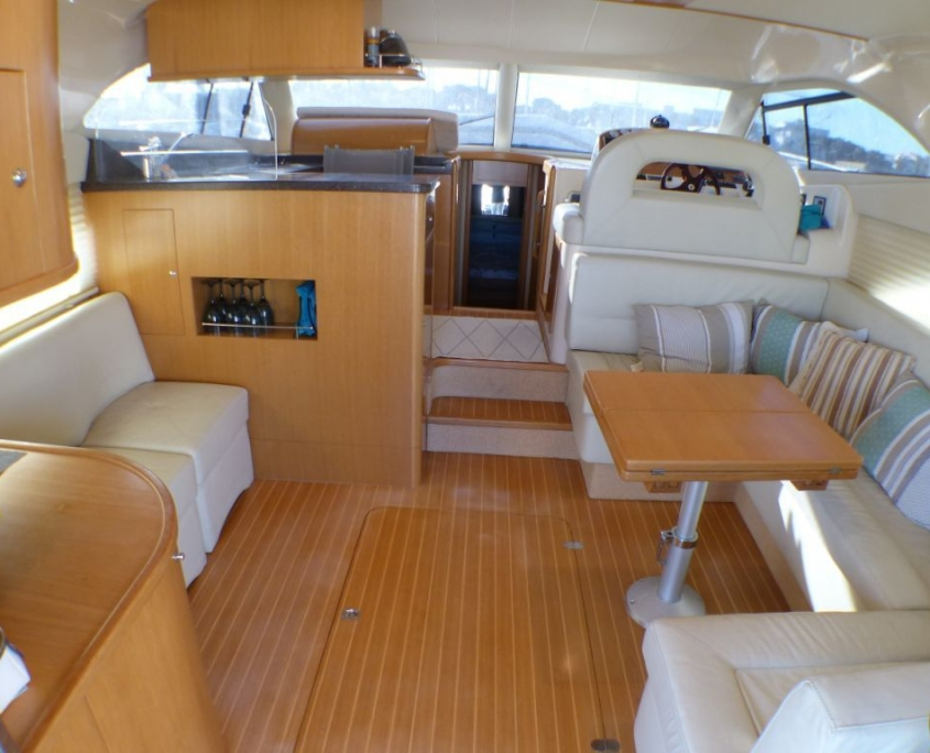 Vedette Rodman 41 Fly salon et cockpit