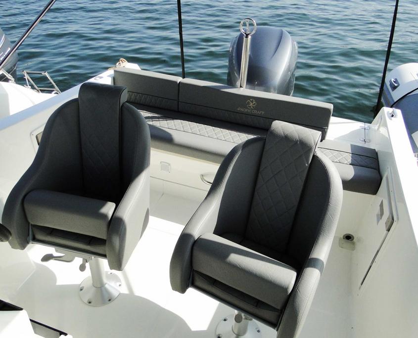 Coque open cabine Pacific Craft sièges pivotant
