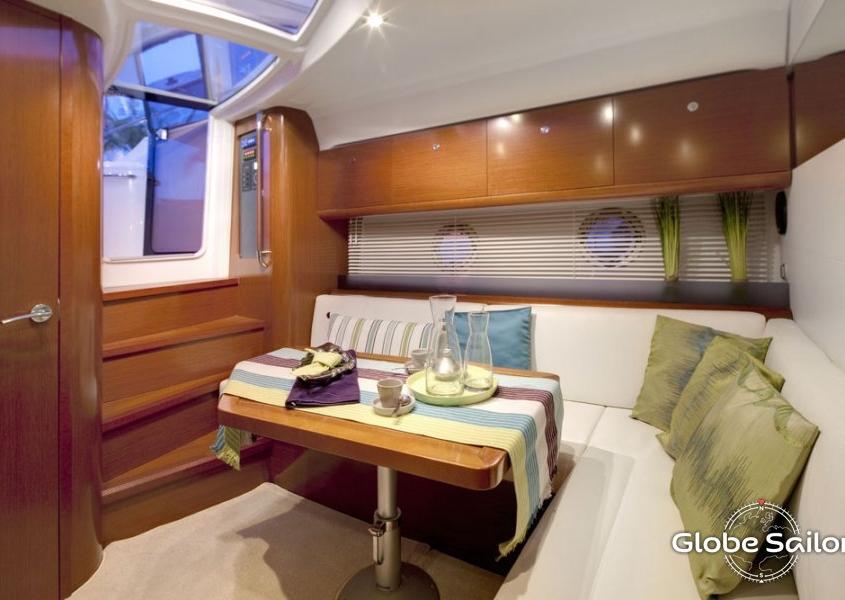 Grand Turismo 38 dining room
