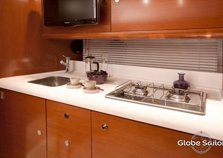 Grand Turismo 38 kitchen